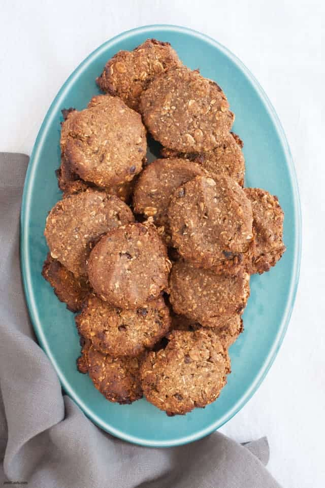 Clean up your post-workout snack with these vegan, gluten-free friendly Vegan Protein Cookies. | Vegan Protein Cookies from small-eats.com