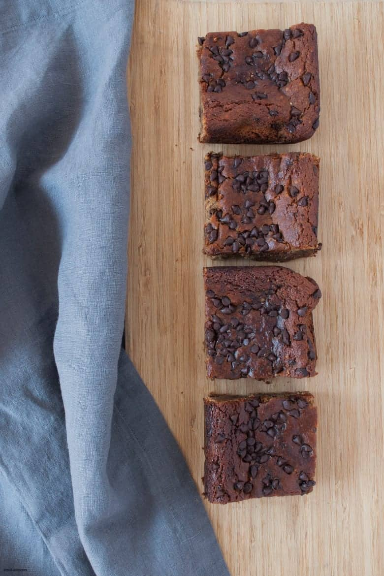 A gluten free, grain free bar recipe packed with chocolate chips, hemp and chia seeds sweetened with maple syrup and boosted with collagen peptides. | Superfood Chocolate Chip Chickpea Bars from small-eats.com